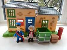 POSTMAN PAT & MRS GOGGINS FIGURES WITH GREENDALE POST OFFICE PLAYSET
