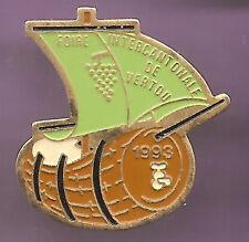 Pin's pin TONNEAU BARRIQUE BATEAU FOIRE INTERCANTONALE DE VERTOU  (ref CL11)