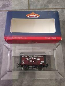 "Bachmann 33-179A 10 ton salt wagon ""ICI/Fleetwood Salt"" oo gauge in box"