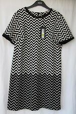 Ladies Marks and Spencer Black and Cream Patterned Short Sleeve Dress Size 16