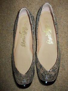 Ladies Shoes by M & S Pretty Pumps black beige patent Size 8 slip ons flats