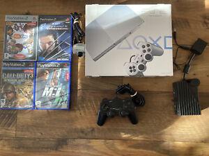 • Sony PlayStation 2 Slim Silver en boîte • 4 Jeux • 2 Manettes •