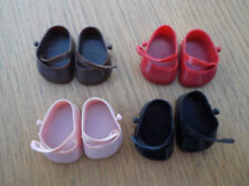 Abbigliamento e scarpe in plastica rigida per bambole fashion