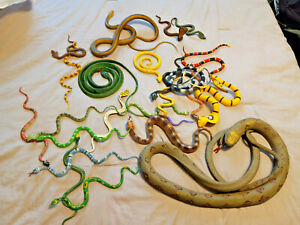 SNAKES RUBBER PLASTIC FIGURES TOYS MIXED LOT OF 22-pictured