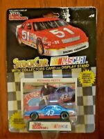 VINTAGE NASCAR DIE CAST – RICHARD PETTY – 1/64 SCALE – COLLECTOR'S CARD + DISPLA