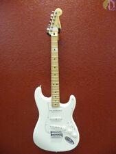 Fender Standard Stratocaster, Maple Neck, Artic White