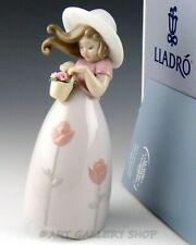 Lladro Figurine Little Rose Girl With Flower Basket #8042 Retired Mint Box