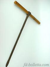Vecchio tinivello,attrezzo antico da falegname per forare,in legno e ferro a212