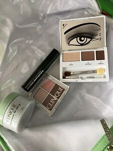 Clinique Wash Bag With 2 Eye Shadow Pallets, Day Cream And Mini Mascara