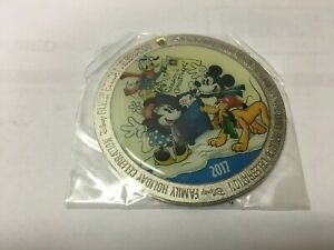 Cast Member Exclusive DISNEY Mickey Minnie Pluto Ornament 2017 Family Holiday