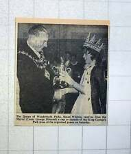 1960 The Queen Of Wandsworth Parks, Susan Wilgloss Capt King Georges Park Team