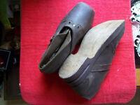 chaussures / galoche..semelle en bois restriction..36/37 pour femme