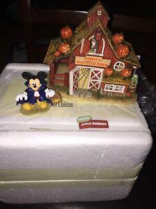 Hawthorne Village Disney Halloween Harvest Mickey's Haunted Barn & Count Mickula