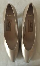 Vtge. AMALFI Monica Ladies Gold Luster Leather Heel Pumps Size 6 B New
