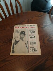 MARCH 18,1967-THE SPORTING NEWS-HOYT WILHELM OF THE CHICAGO WHITE SOX(MINT)