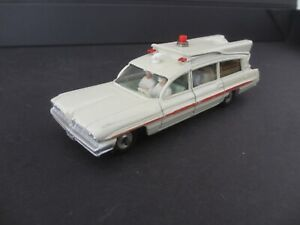 1/43 DINKY TOYS ambulance SUPERIOR CRITERION