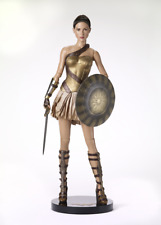 Tonner Gal Gadot Deluxe Wonder Woman Training Armor-Sword, Shield, Stand-Nrfb