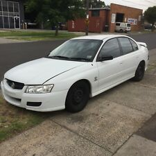 VZ COMMODORE REAR DAMAGE SUITS WRECKING V6 auto  goes and drives holden sedan