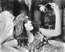 Photo.  1910s.  Actress Theda Bara as Cleopatra