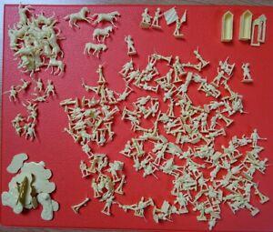 Lot de 588 figurines plastiques petits soldats 1/72 + 43 chevaux / 3 dromadaires