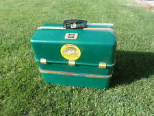 VINTAGE UMCO 2000 U TACKLE BOX GREEN POSSUM BELLY 9 FOLD OUT TRAYS FISHING BOX