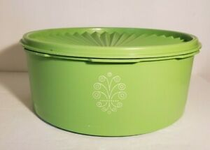 """Vintage Tupperware Green Servalier 8"""" Container #1204-11 with lid"""