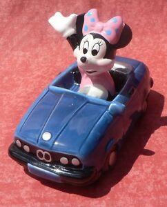 Minnie dans sa voiture bleue. Figurine en porcelaine