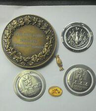 lot varia médailles pins pinces à billets veel varia-medailles pinnen geldclips