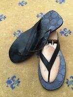 Gucci Mens Sandals Flip Flop Black Leather Shoes UK 9 US 10 EU 43 Embossed
