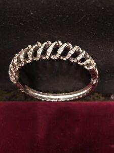High Fashion Design Rhinestone Criss-Cross  Bracelet Trendy Silver Color
