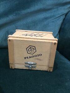 Rare Piaggio 'SI' Vespa Scooter Motorcycle Precision Steel Model in Crate 1/32
