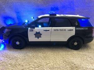 18 SCALE SAN FRANCISCO CA  POLICE FD SUV MODEL WITH WORKING LIGHTS AND SIREN
