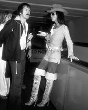 SONNY AND CHER @ LOS ANGELES INTERNATIONAL AIRPORT IN 1977 - 8X10 PHOTO (AB-704)