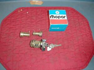 NOS MOPAR 1970-71 IGNITION & DOORS LOCK SET MOST MODELS