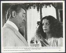 Robert Mitchum Sarah Miles in The Big Sleep '78 Gun Wow