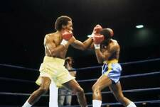 Old Boxing Photo Donald Curry Lands A Punch Against Marlon Starling 1
