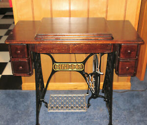 Singer Treadle Sewing machine w/cabinet early 1900