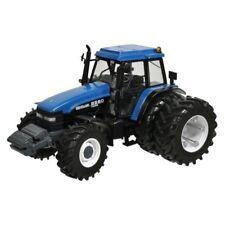Replicagri REPB22 New Holland 8560 Traktor mit Doppelbereifung 1:32