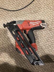 Milwaukee 2743-20 Cordless 15-Gauge Angled Finish Nailer 18V Tool Only Used