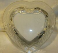 """Crystal-Cut Frosted Glass Heart-Shaped Photo Frame Holds 3"""" x 2.5"""" Picture    23"""