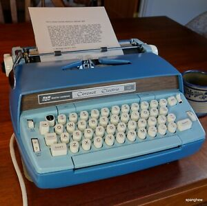 Smith-Corona Coronet electric typewriter w/case+fresh ribbon. Working perfectly.