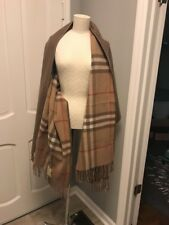 """NWT Burberry """"Helene"""" Cashmere/merino wool check stole with pockets."""