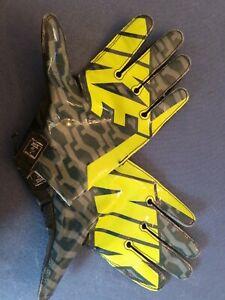 Nike UA Vapor Knit Fly Skill Receiver Football Gloves MSRP $60 Size MEDIUM