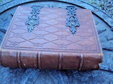 ancien album de photos en forme de  livre en cuir