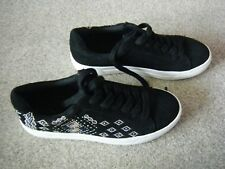 Ladies Black Faux Suede Flat Lace Up Shoes Size 4 from New Look