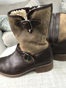 Size 7.5 Ugg boots dark brown leather, genuine Sheepskin lined ...Immaculate Con