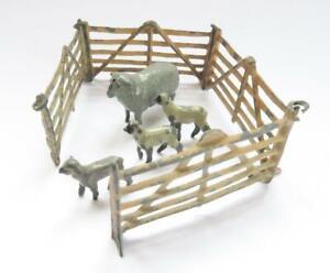 VINTAGE BRITAINS OR SIMILAR LEAD SHEEP 3 LAMBS & SHEEP PEN FARMYARD ANIMALS