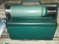 VINTAGE ALADDIN STANLEY GREEN Lunchbox & METAL THERMOS COMBO/CRACK ON ONE CORNER