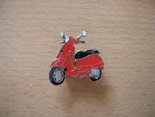 Pin Anstecker Piaggio Vespa GTS rot red Roller 1137 Scooter Moto Motorbike