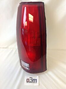 Chevrolet Silverado C/K GMC Sierra C/K RH Rear TAIL/BRAKE LIGHT ASSEMBLY new OEM